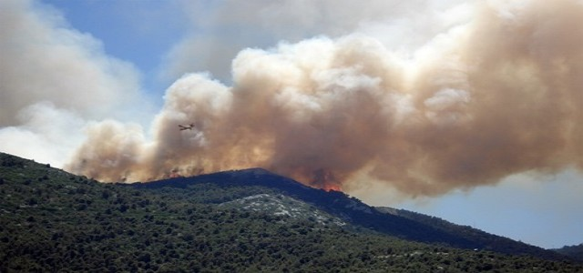 California wildfire prompts more evacuations as it jumps highway